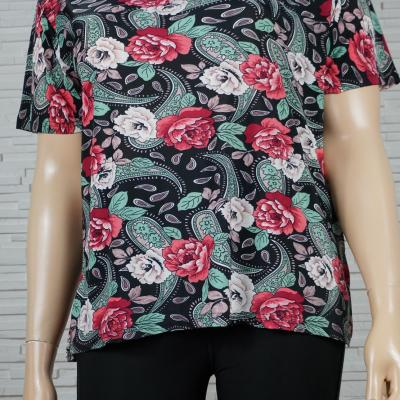 Tee-shirt imprimé cachemires et fleurs.