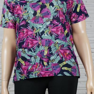 Tee-shirt imprimé floral fuschia.