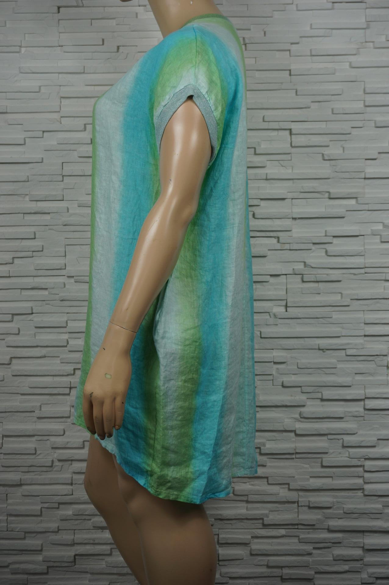 Robe rayée en lin sans manches.