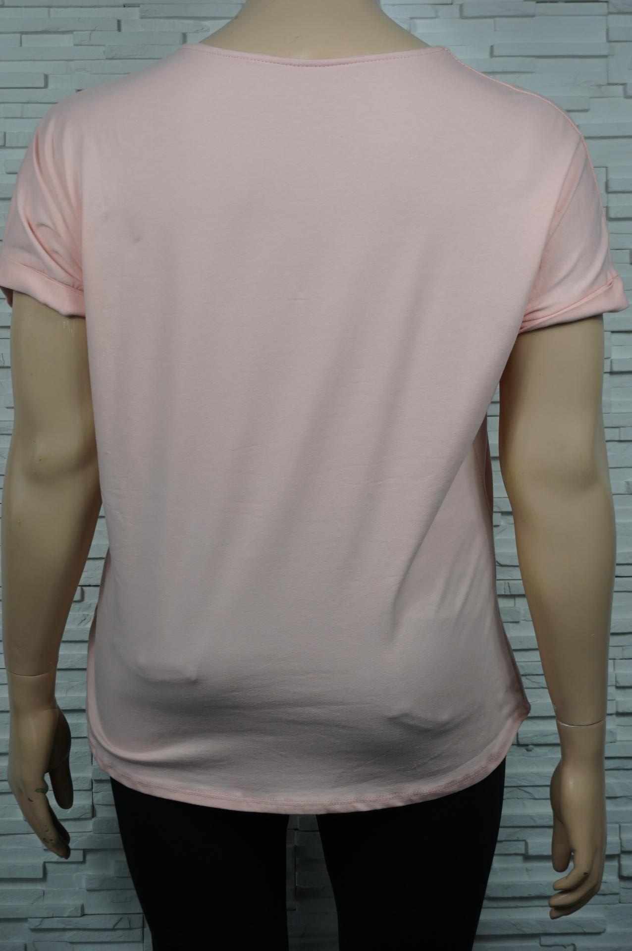 T-shirt à noeud.