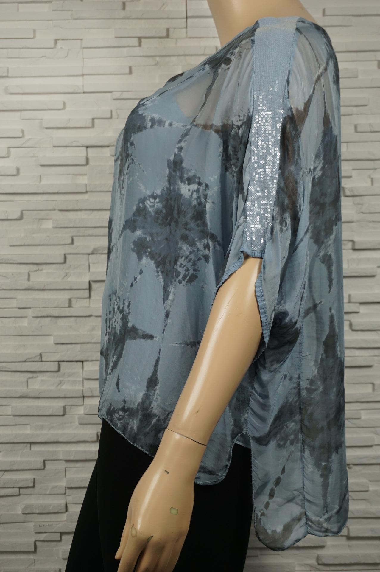 Tunique en soie imprimé et à sequin.