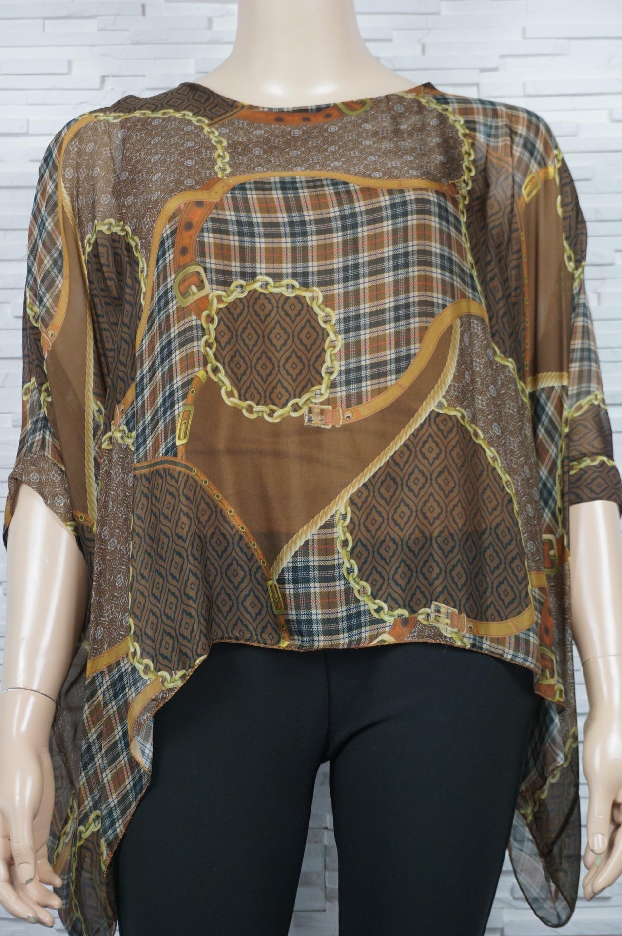 Tunique en soie imprimé foulard.