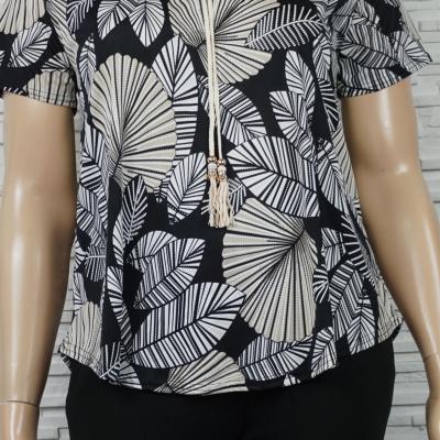 Tee-shirt bohême imprimé feuilles noir et blanc.