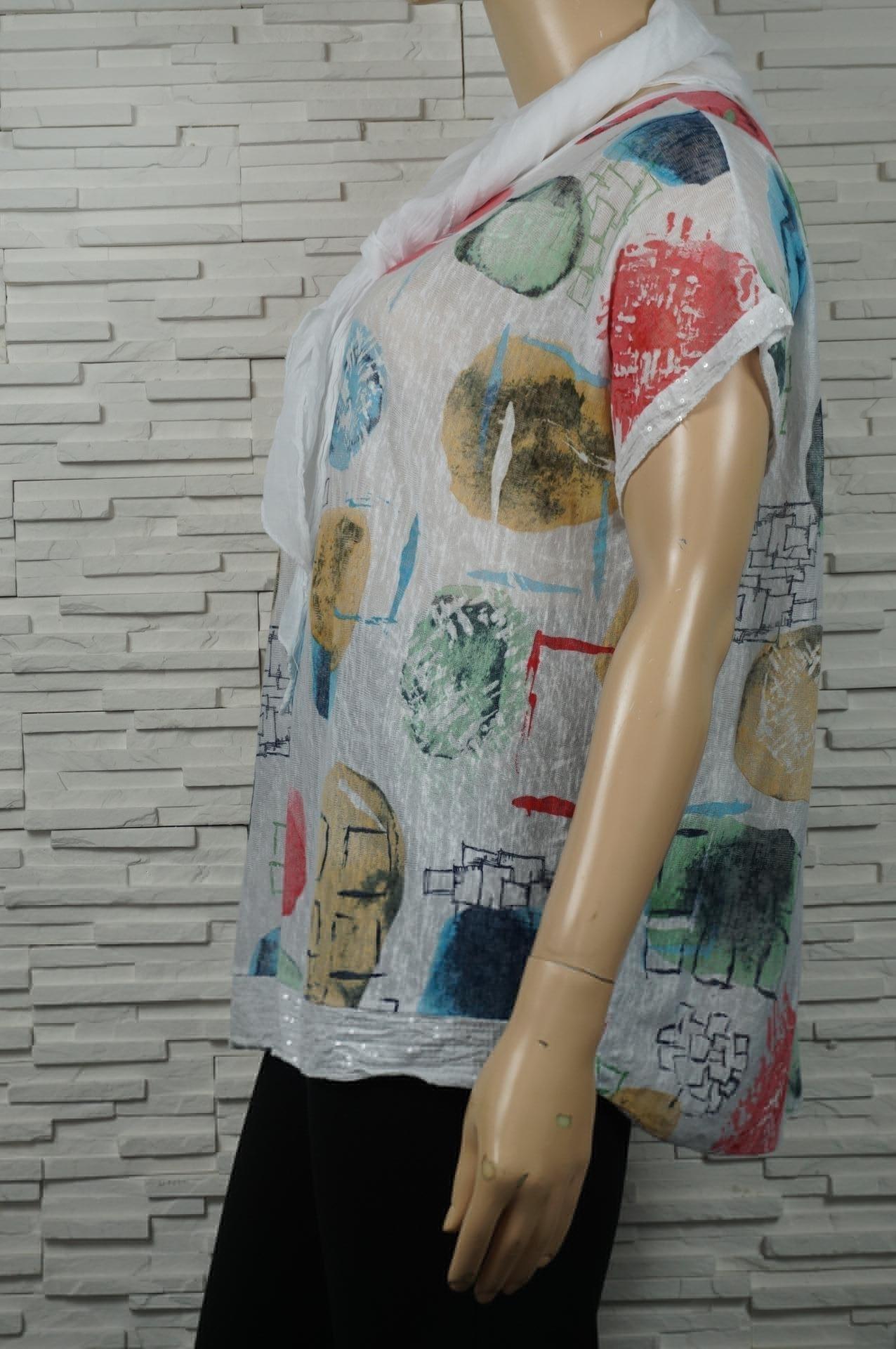 Tunique imprimé à sequins et avec écharpe.