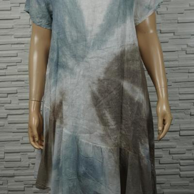 Robe longue lin tie and dye à volants asymétrique.