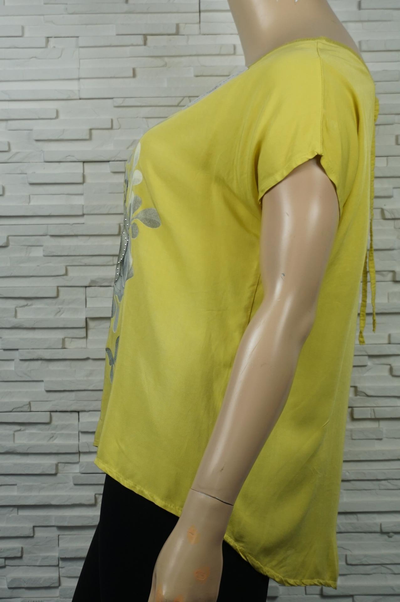 T-shirt à motif floral avec strass.