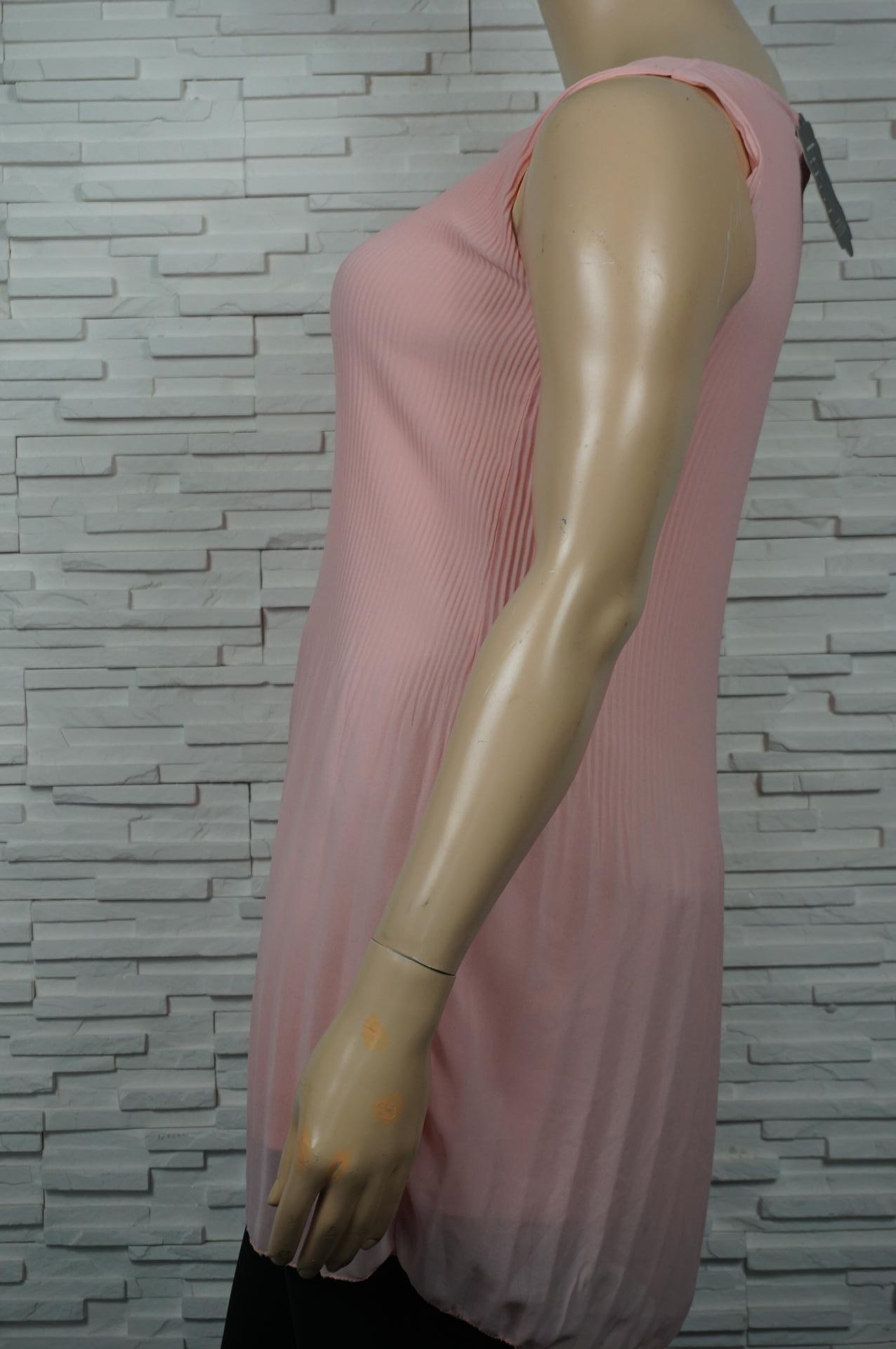 Tunique longue plissée en voile.
