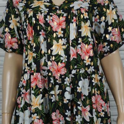 robe courte imprimé fleurie et dorée.