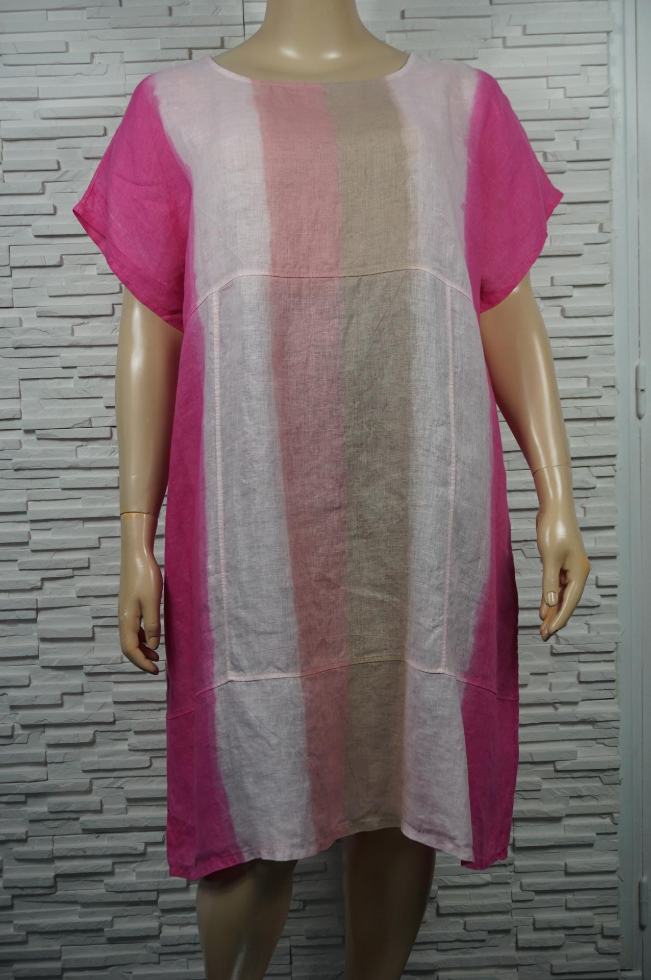 Robe longue en lin tie and dye à rayures.