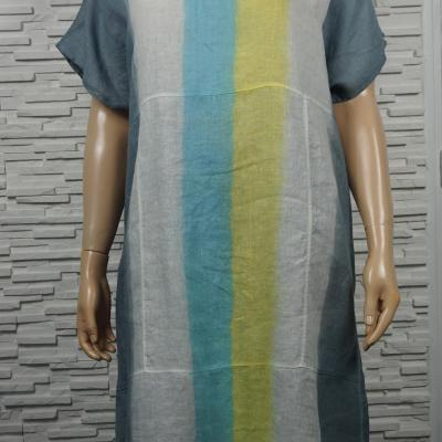 Robe longue en lin tie and dye à rayures.