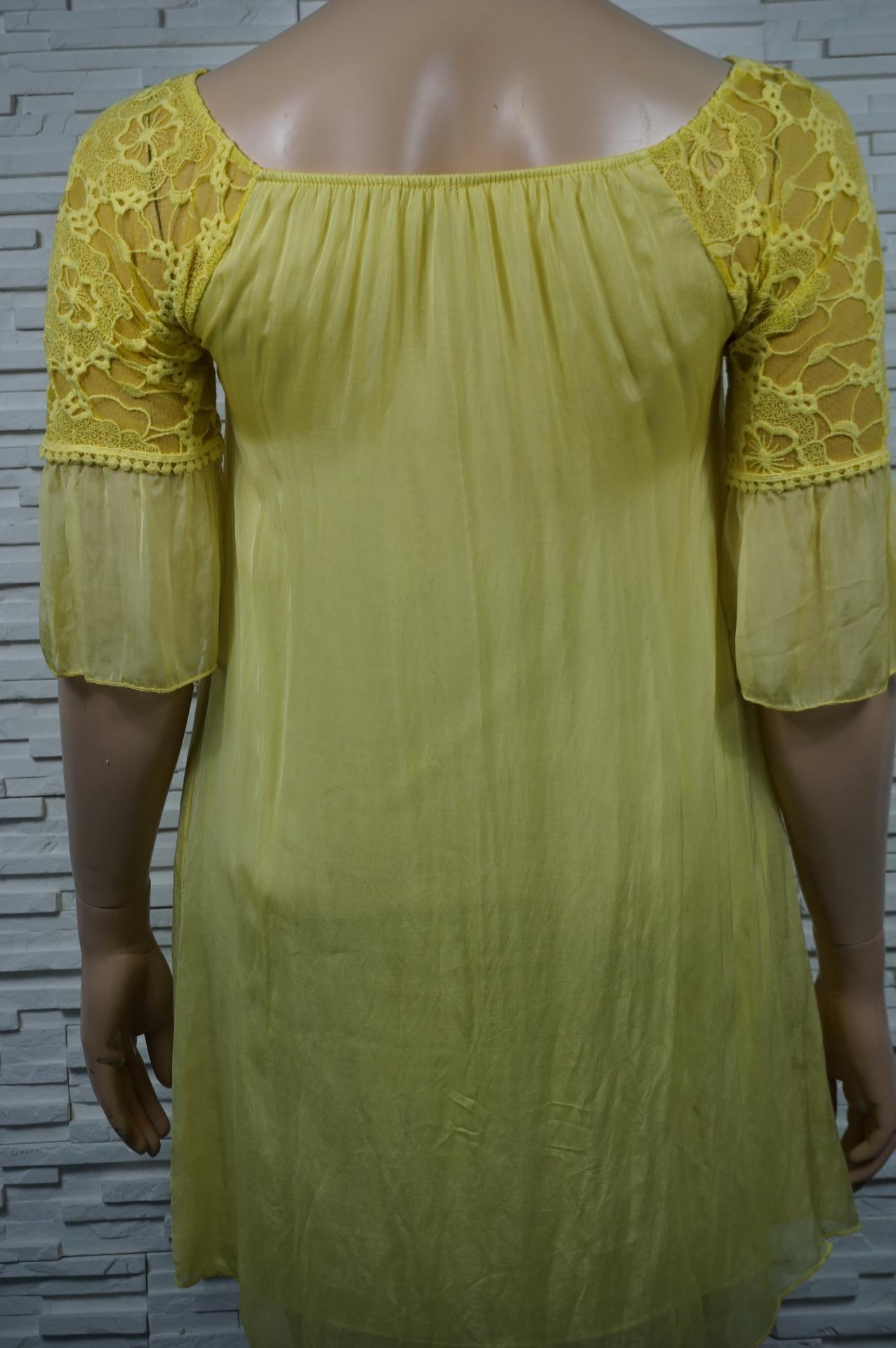 robe légère en soie.