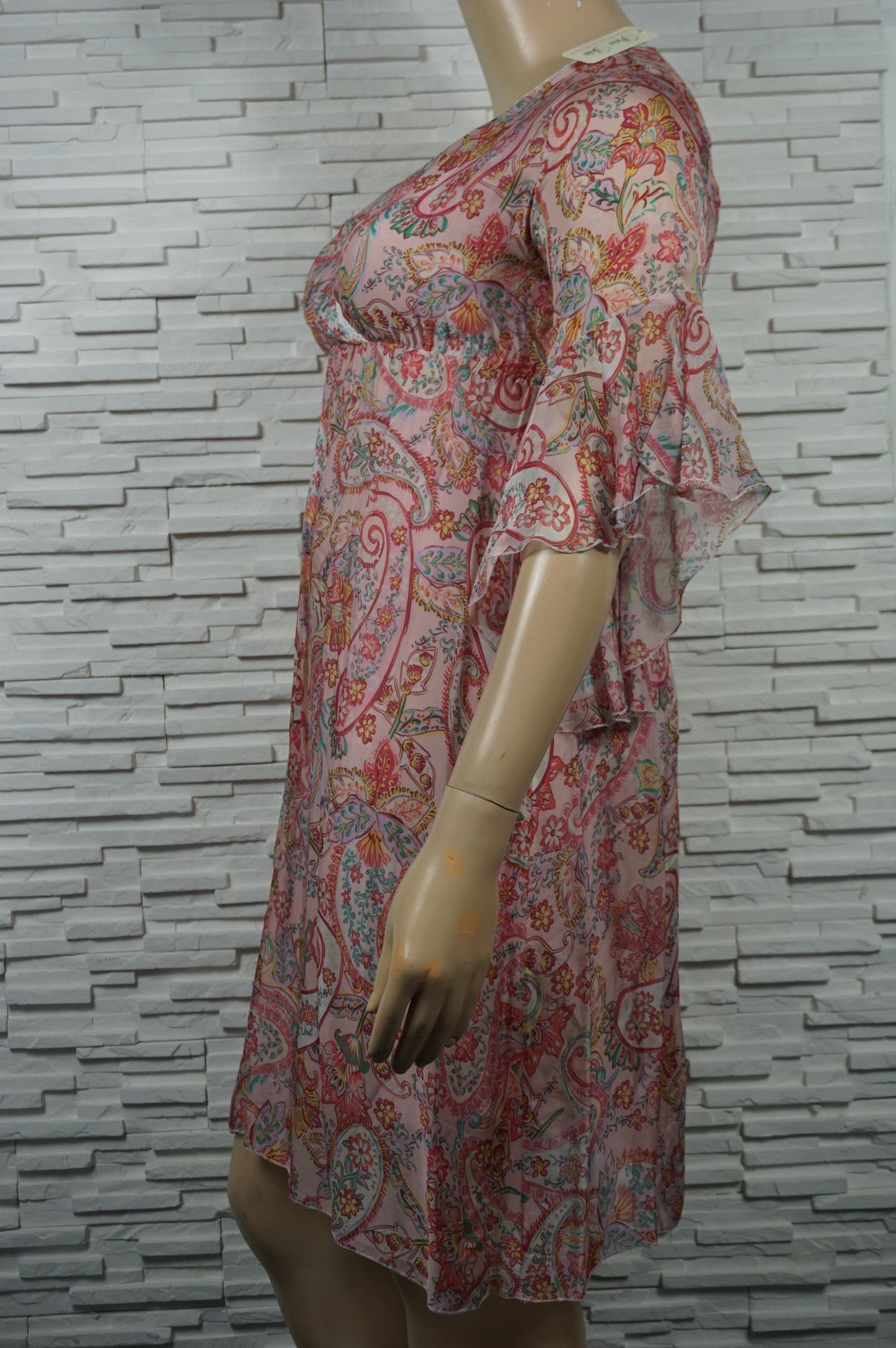 robe croisée en soie.