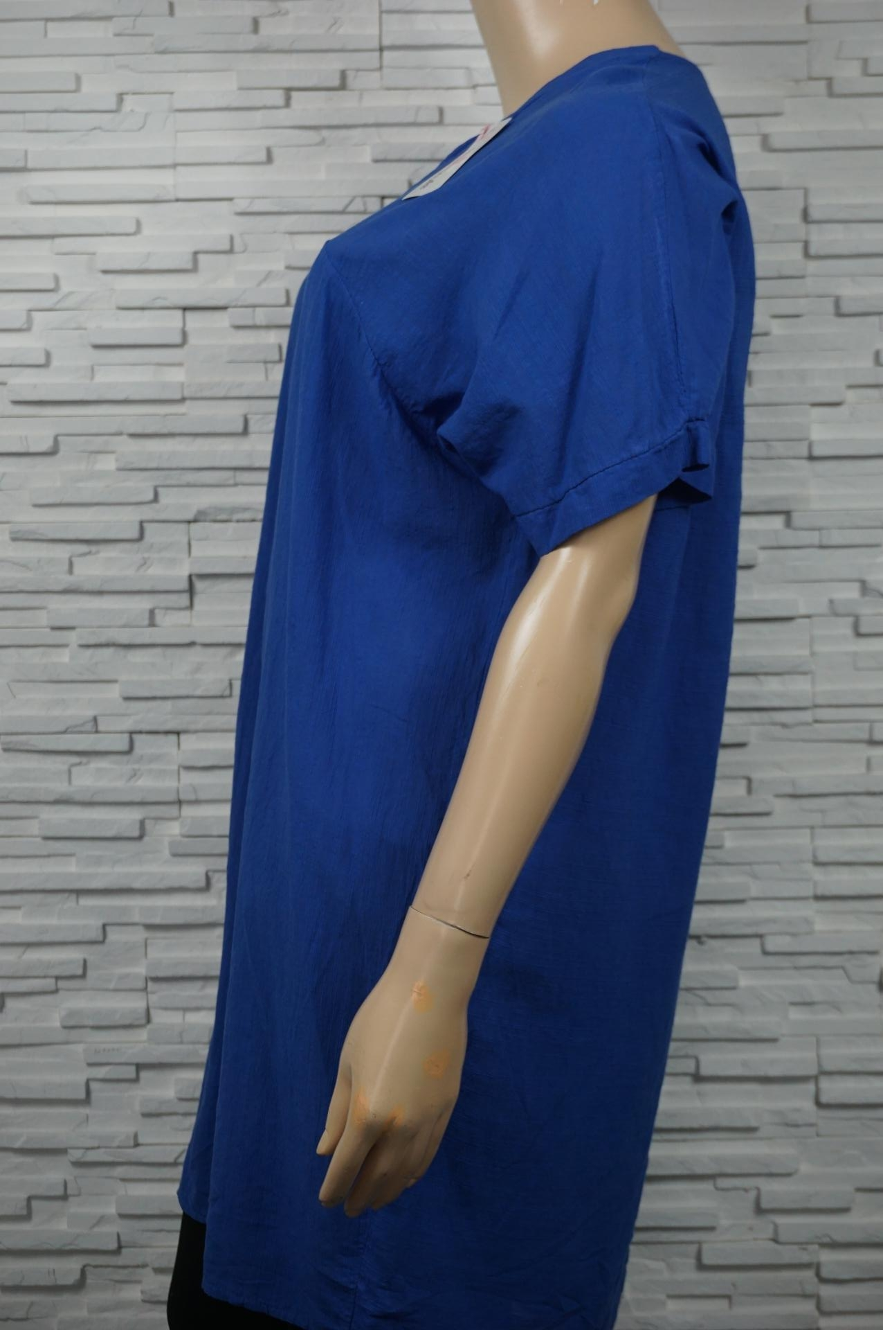Robe unie ou tunique longue col V.