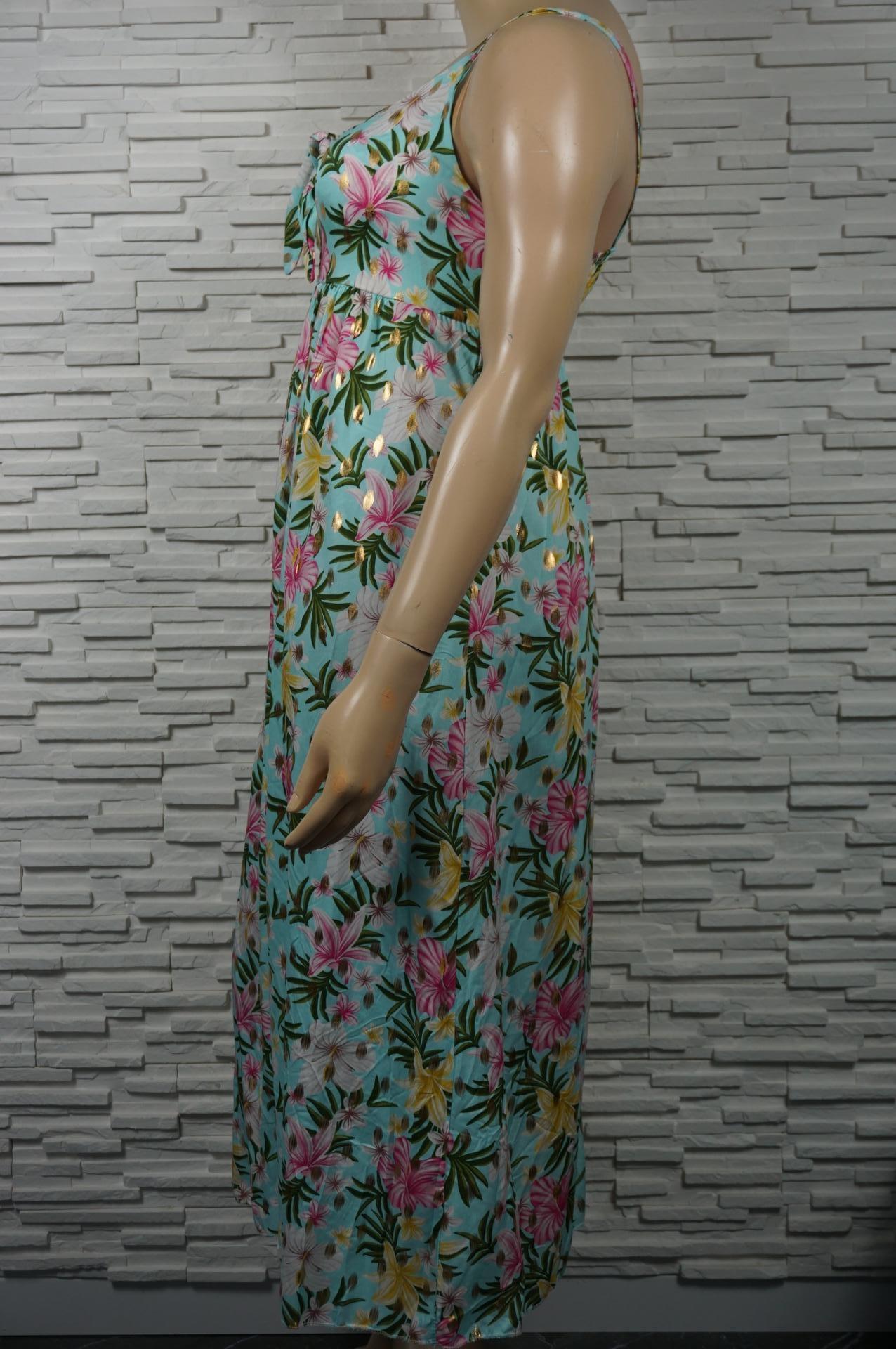 Robe longue fleurie et dorée à bretelles et élastiquée au dos.