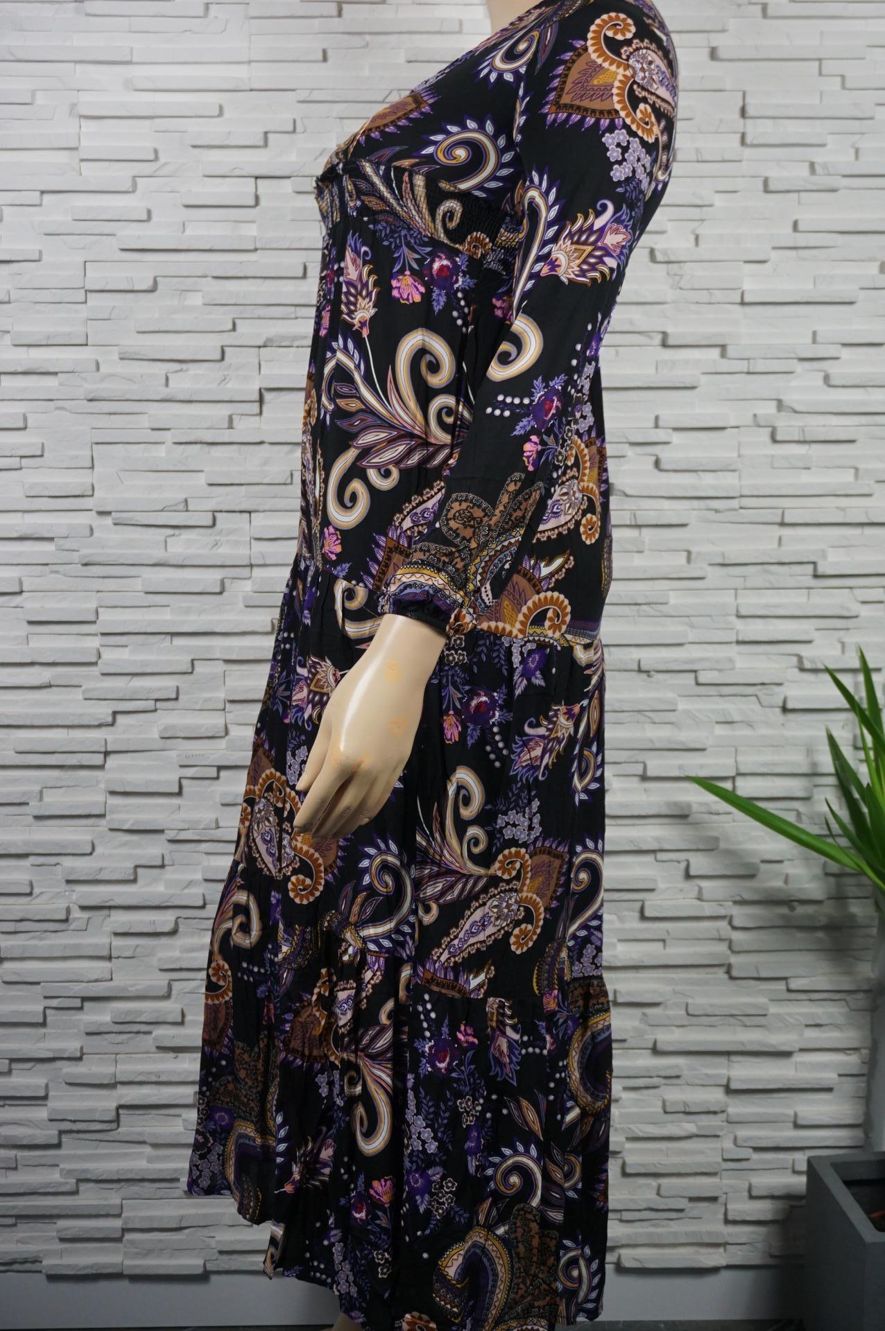 Robe longue fleurie et cachemire.