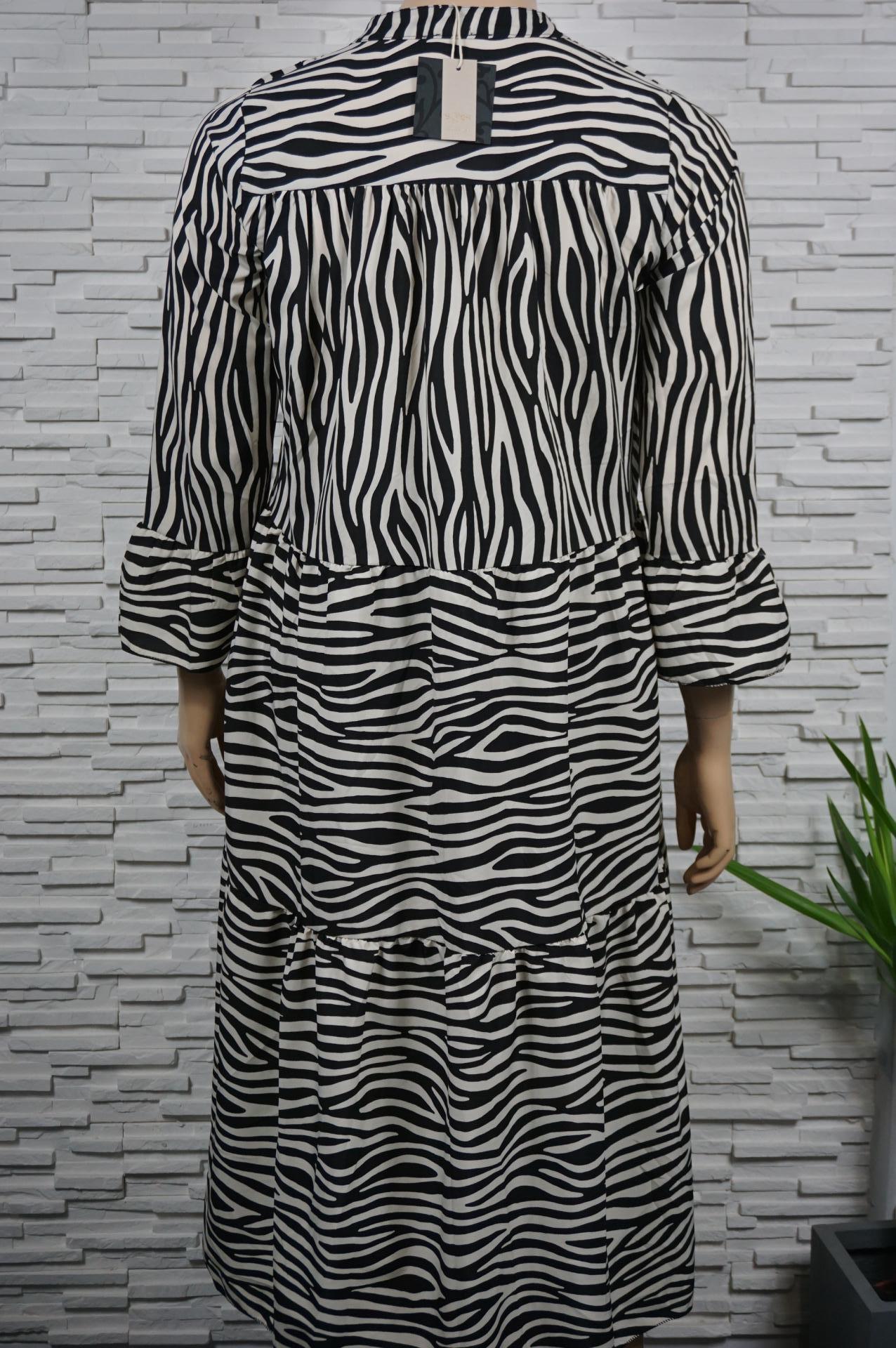 Robe longue imprimé zèbre à volants.