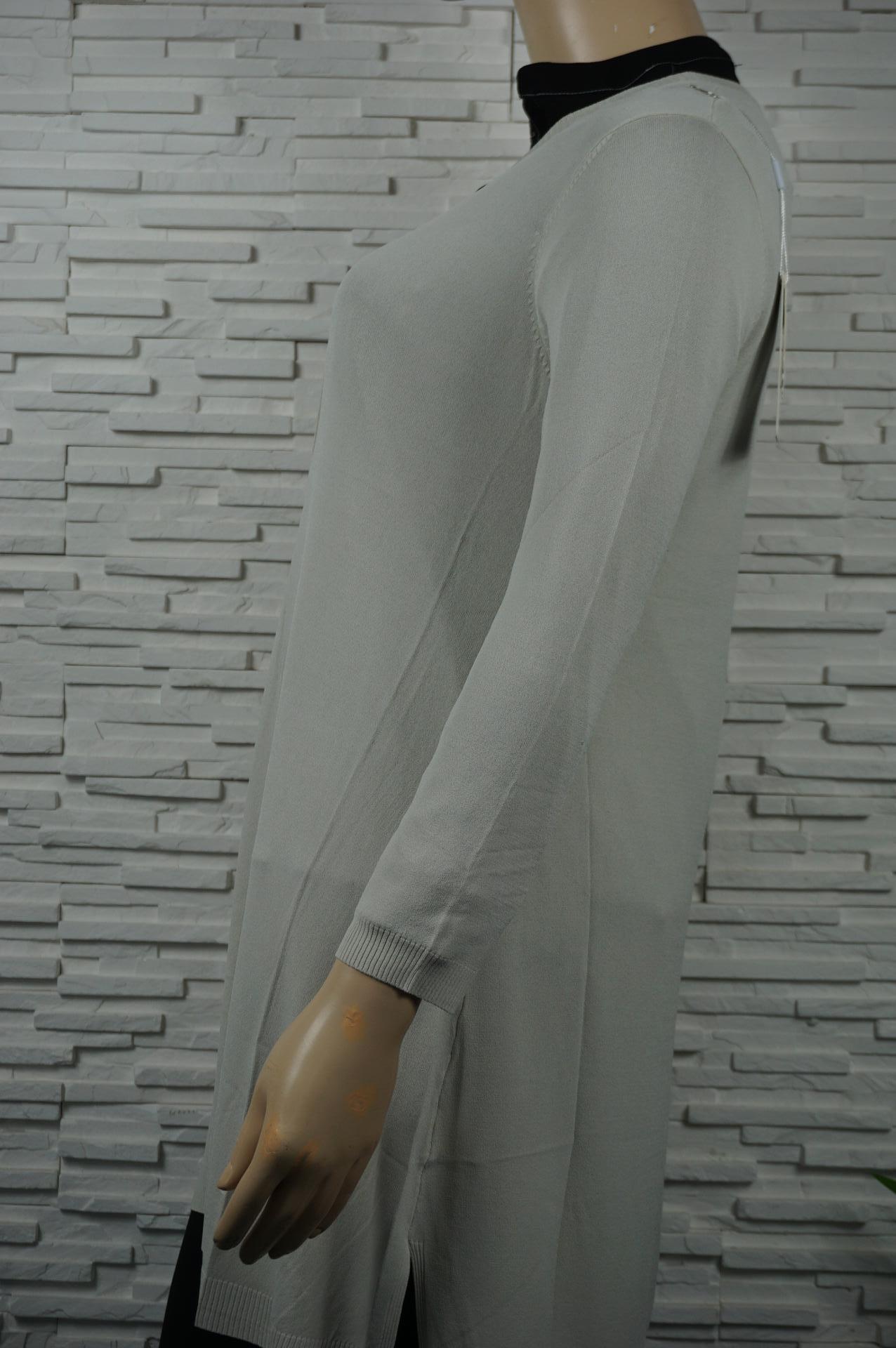 Robe ou pull long uni col V.