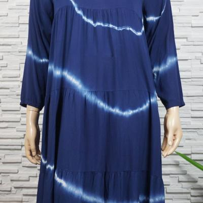 Robe longue tie and die à volants manches longues.