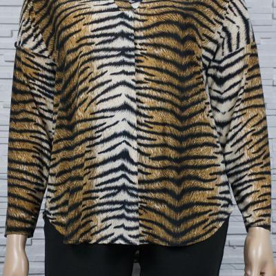 Tunique ou chemise imprimé animal courte.