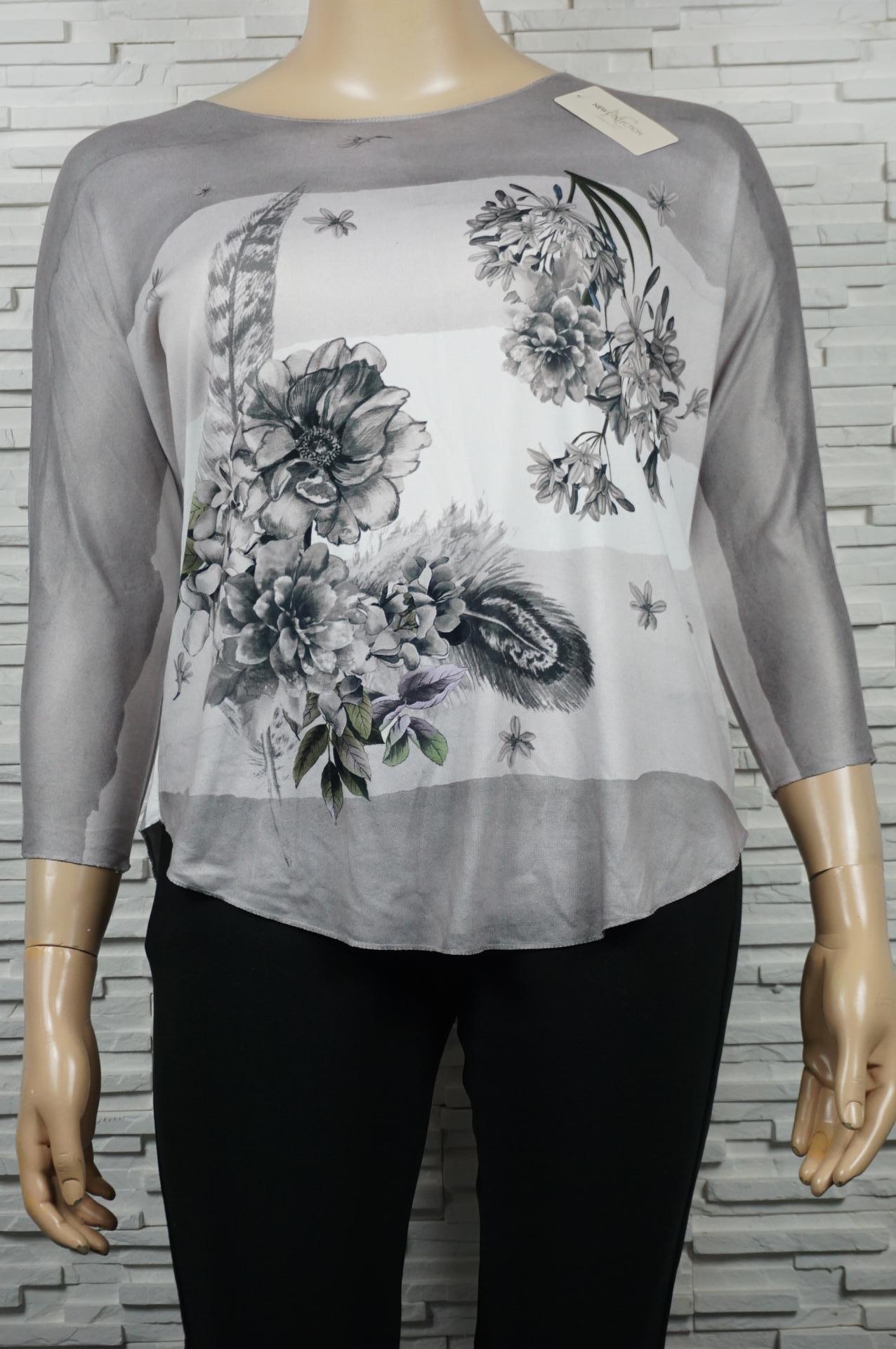 Tunique /T-shirt à bandes avec fleurs.