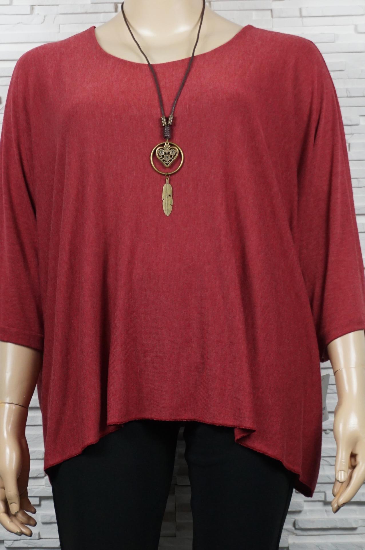 Tunique chauve-souris avec collier.