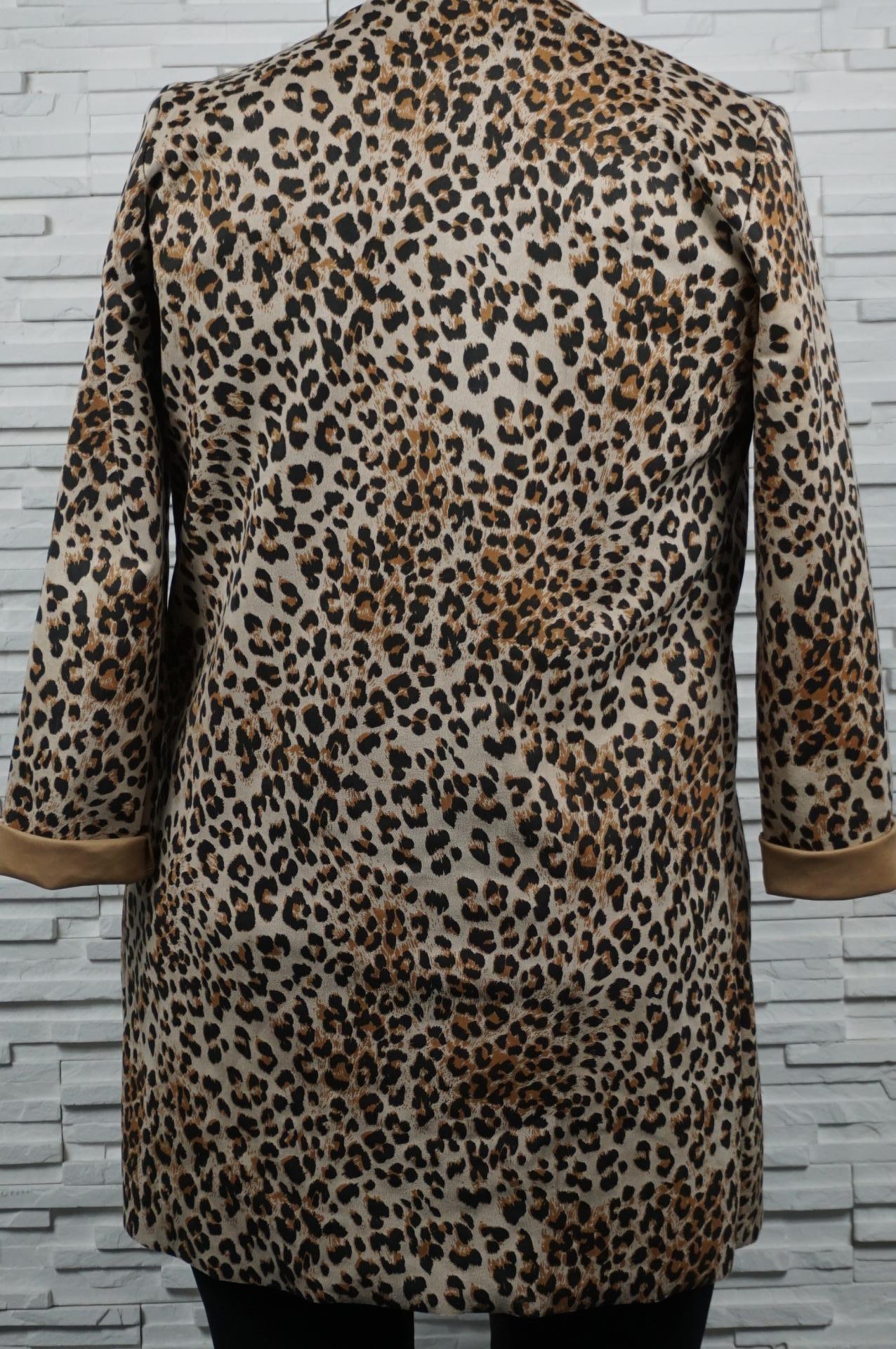Veste en suédine imprimé léopard.