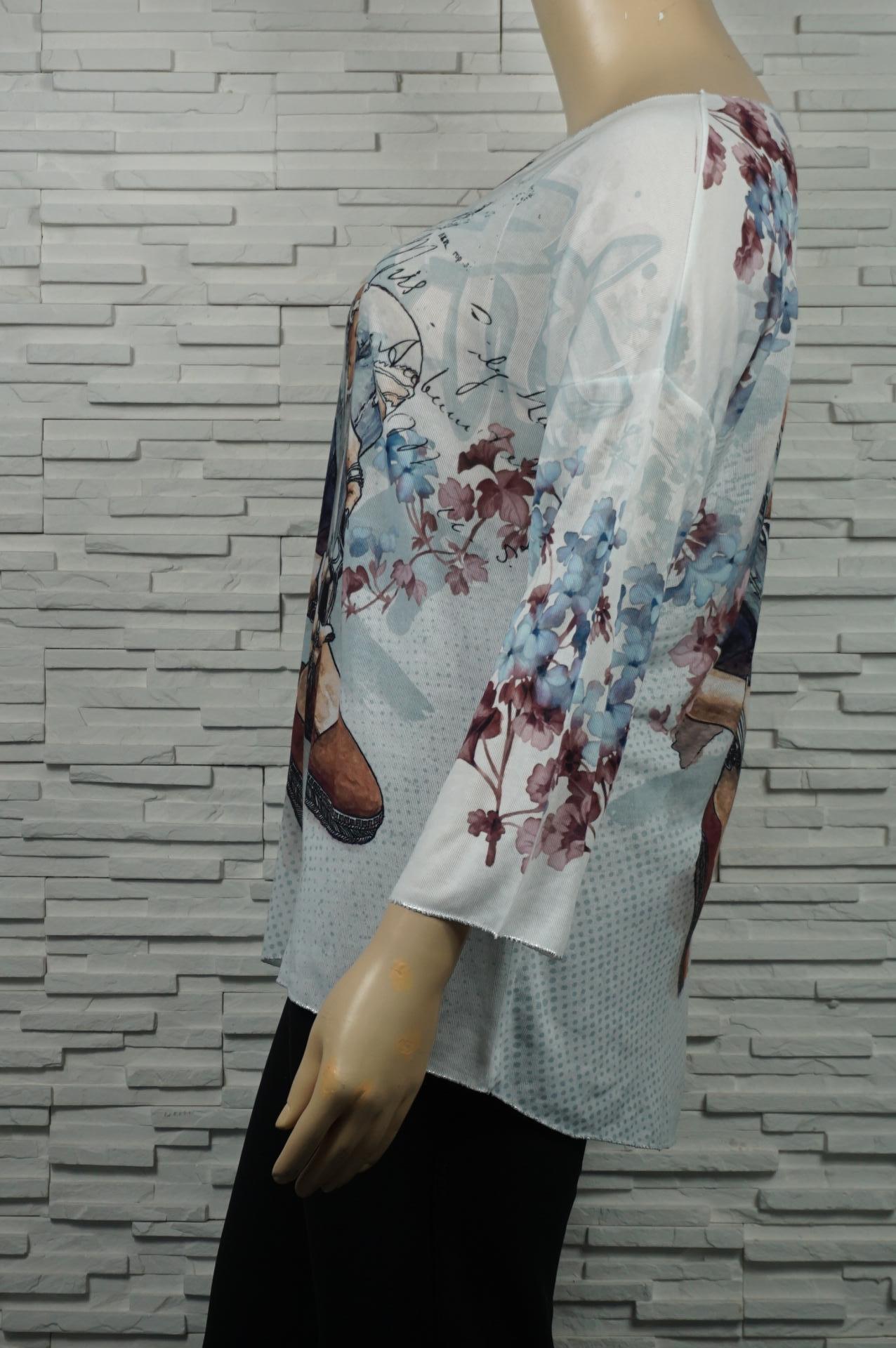 T-shirt ou tunique longue  dessinée.