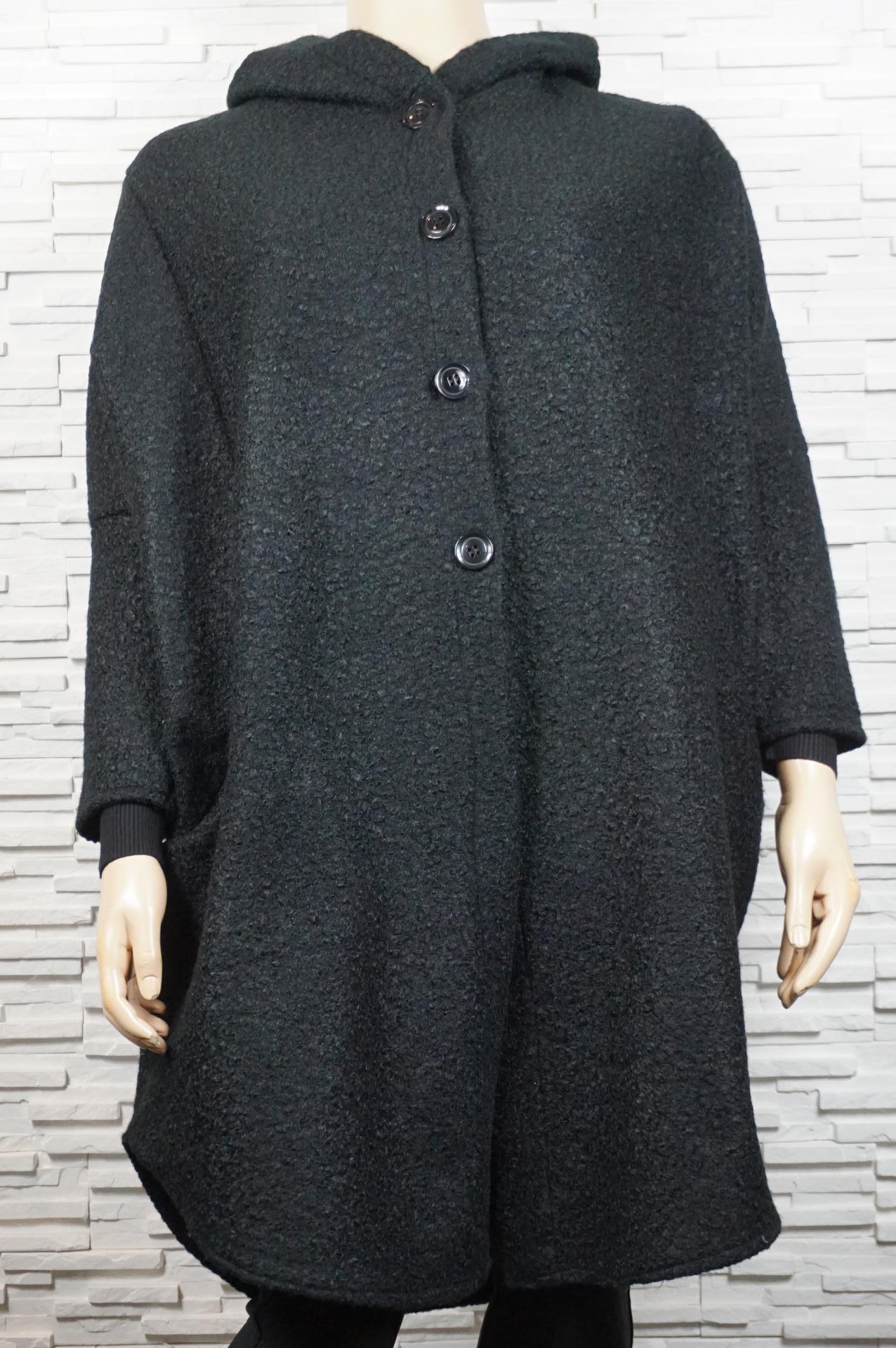 Manteau large, veste longue en laine bouillie.
