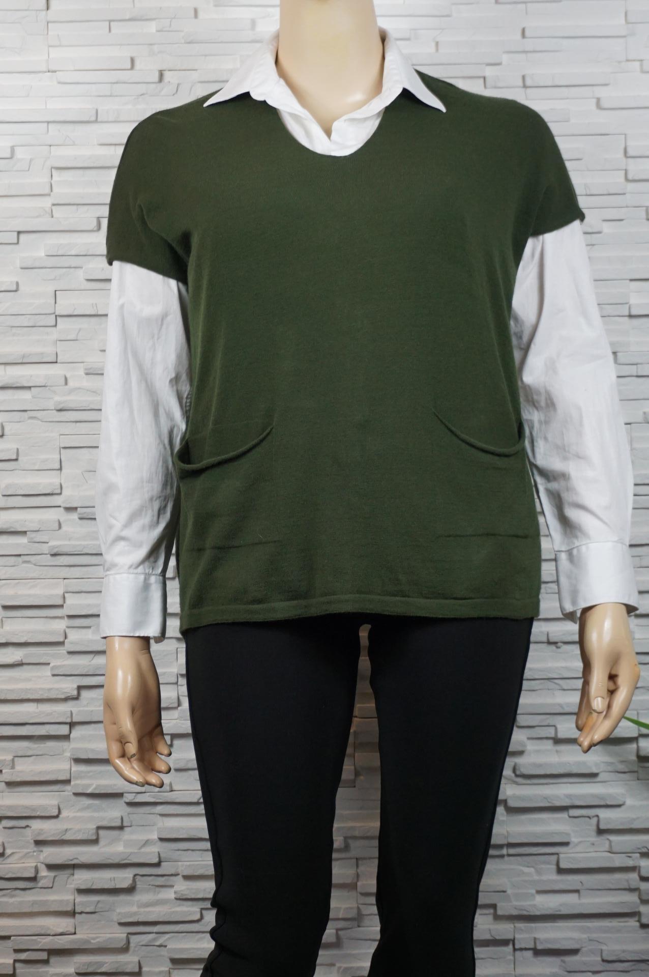 Débardeur oversize sans manches et avec poches.