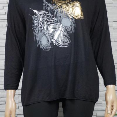 Tunique ou pull léger à plumes métallisés colorés.