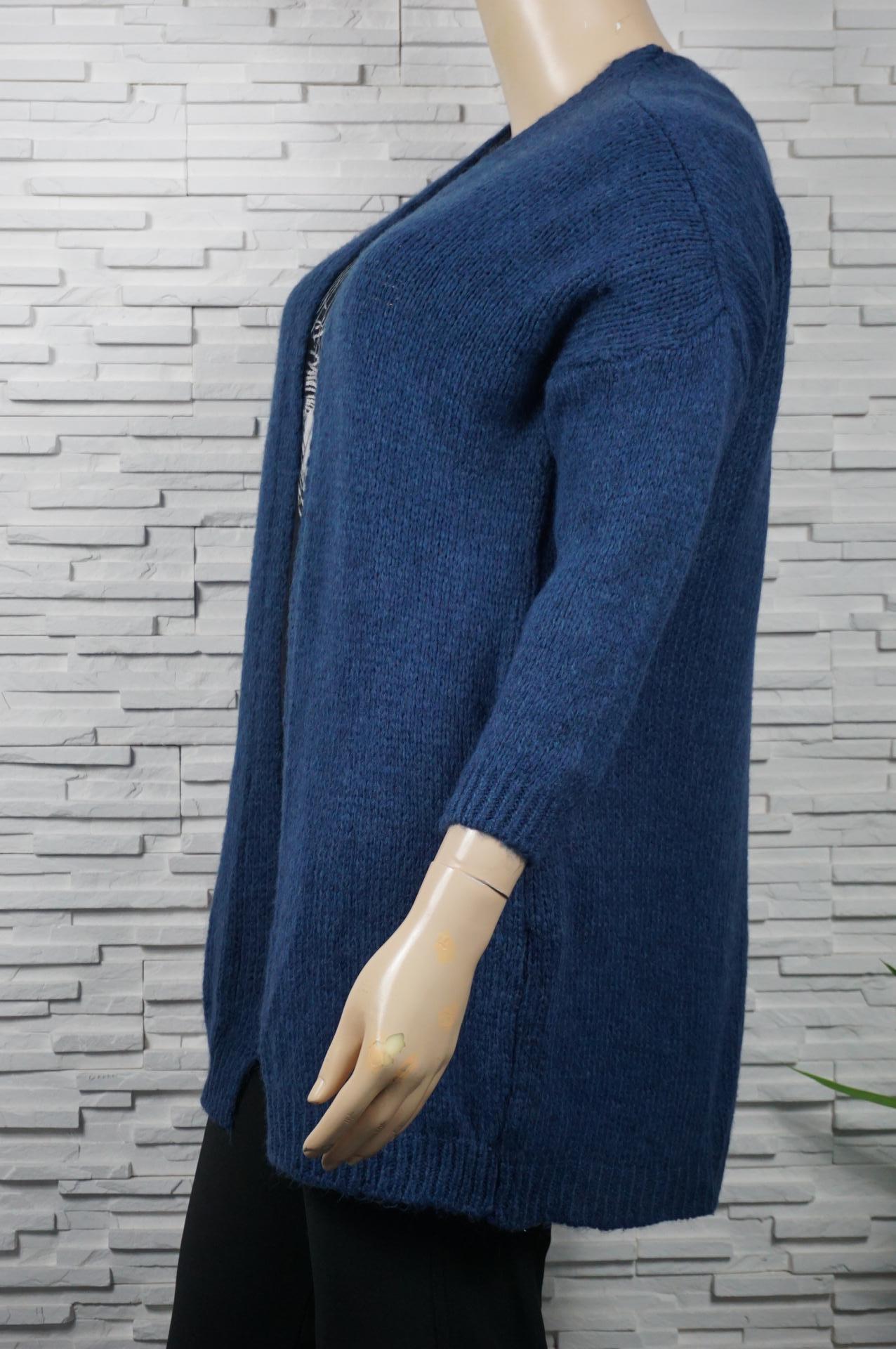 Gilet long doux en laine mélangé.