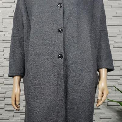 Veste longue ou manteau façon laine bouillie.