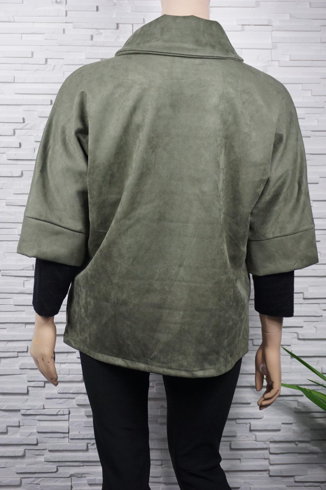 Veste légère en suédine à grand col.