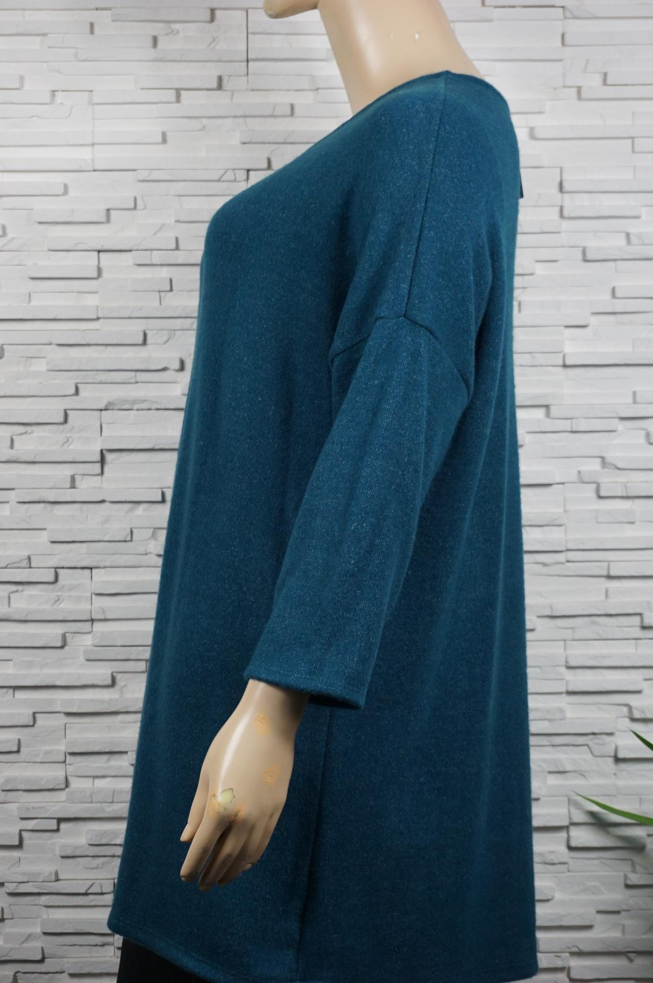 Robe pull ou tunique longue manches papillons.
