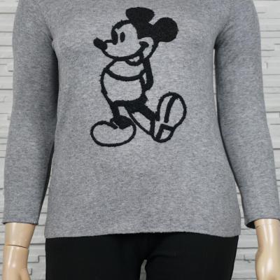 Pull léger ou tunique Mickey noir en relief.