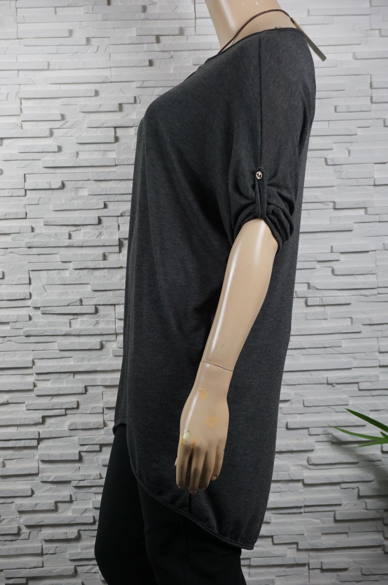 Tunique longue asymétrique avec collier.