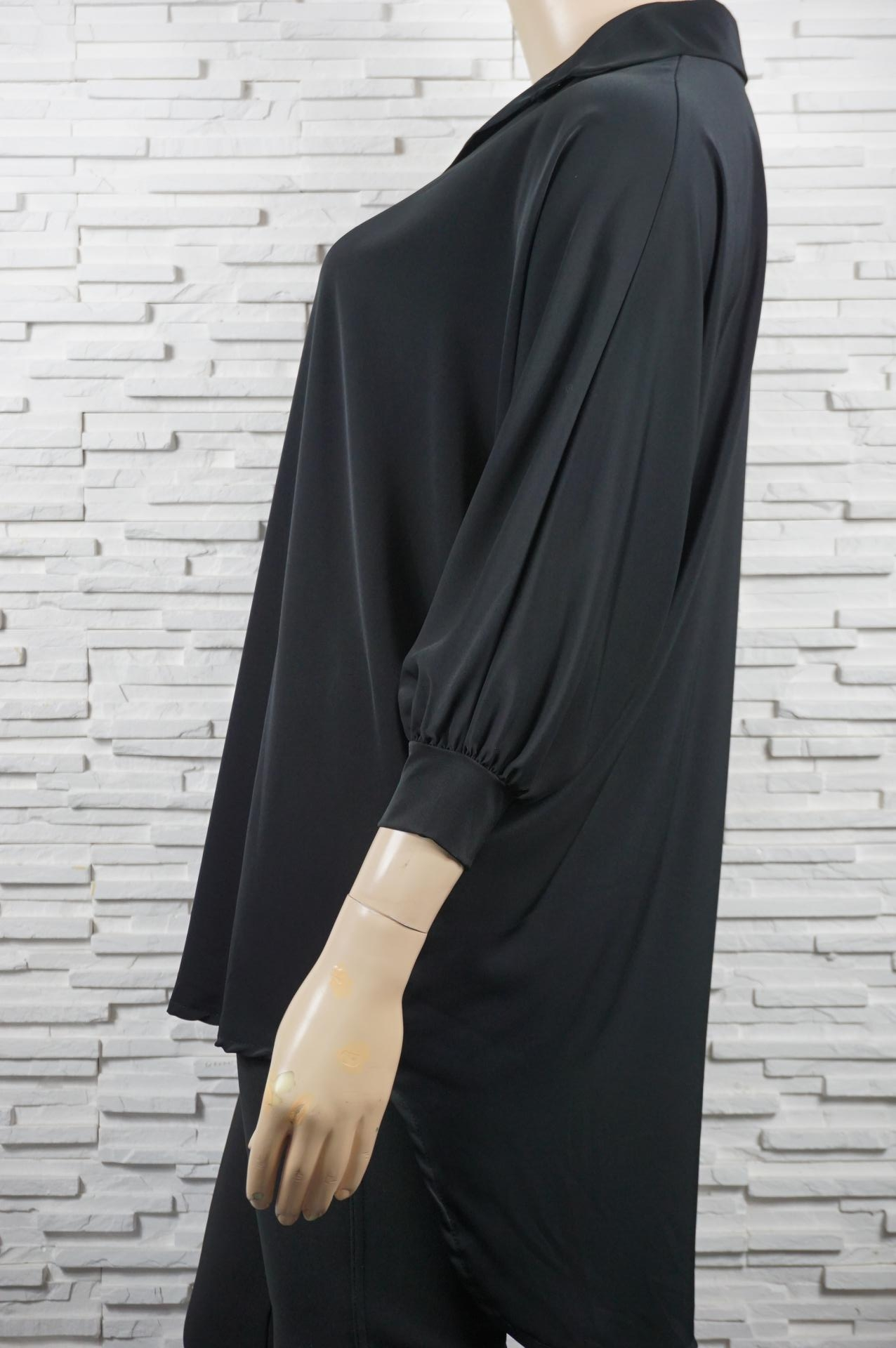 Chemise ou blouse longue chauve-souris.