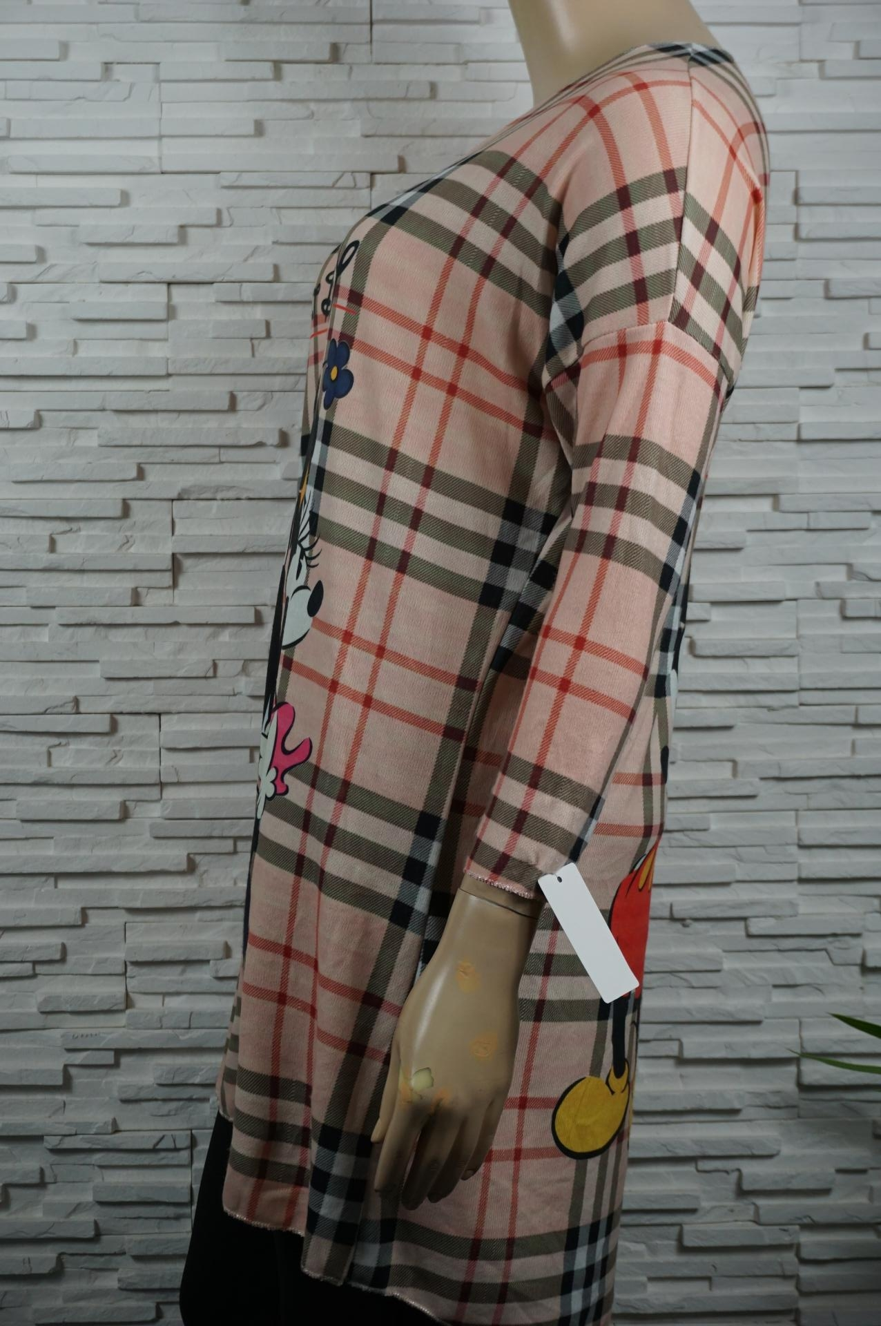 Robe ou pull long doux Mickey/Burberry.