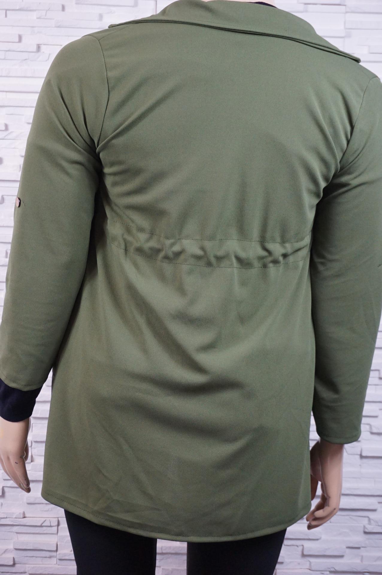 Veste-chemise sans boutons.