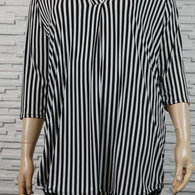 Chemise/tunique longue à rayures.